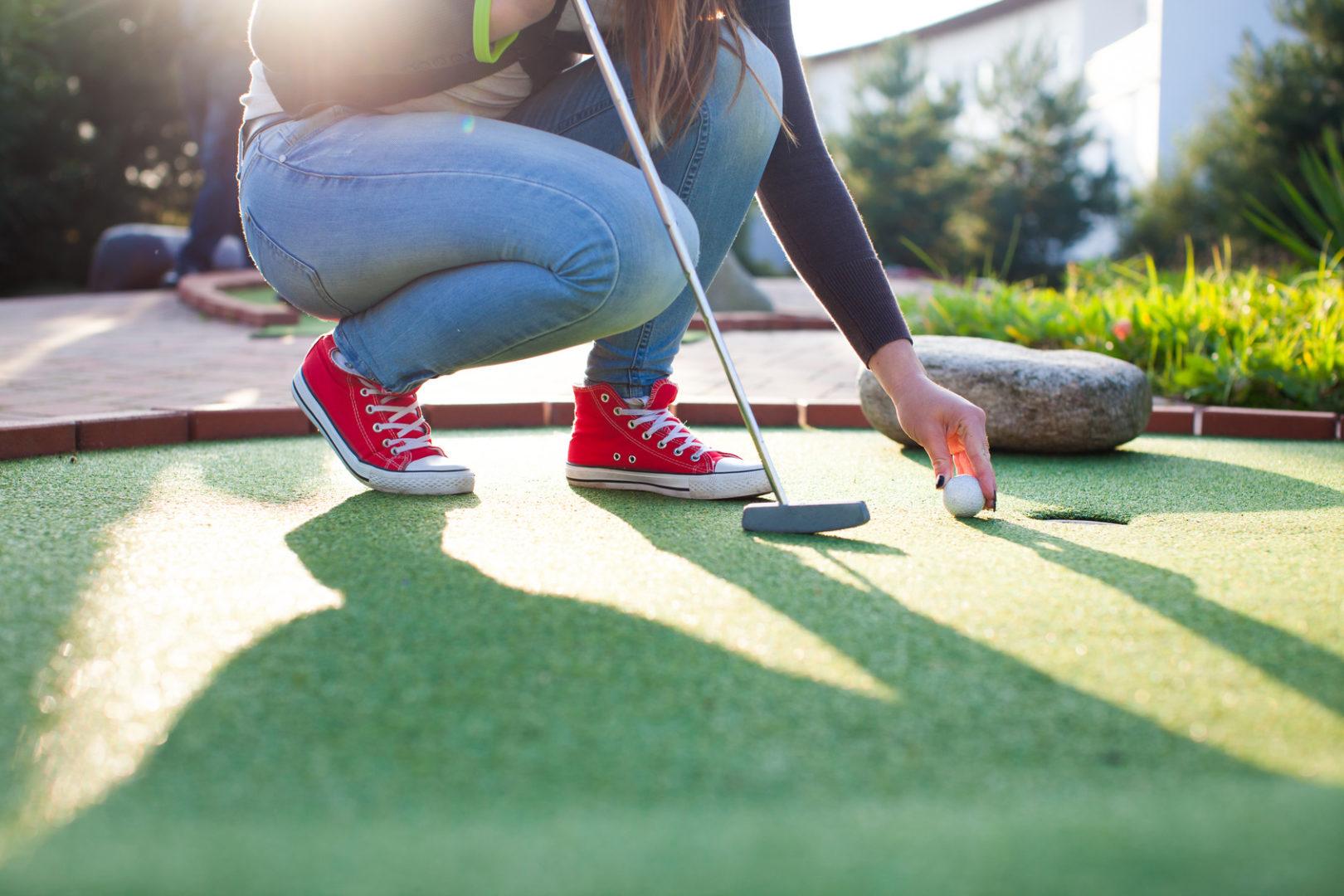 Minigolf na polu Adventure Golf Park w Łebie