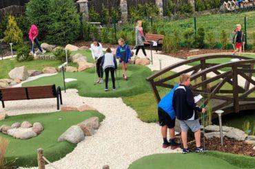 Turnieje minigolfa w Adventure Golf Park w Łebie
